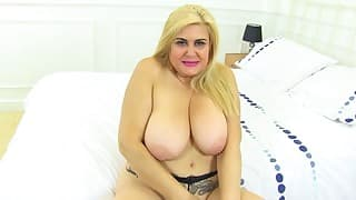Hot boobs mom poses topless in the bed
