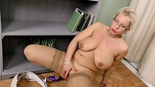 Sensual mom with awesome hot boobs