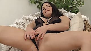 Good brunette with nice tits opens her crack