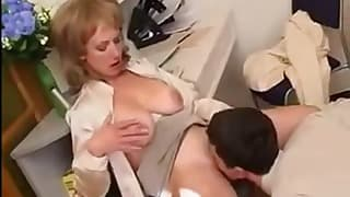 Sex-addicted mom shows off her amazing skills